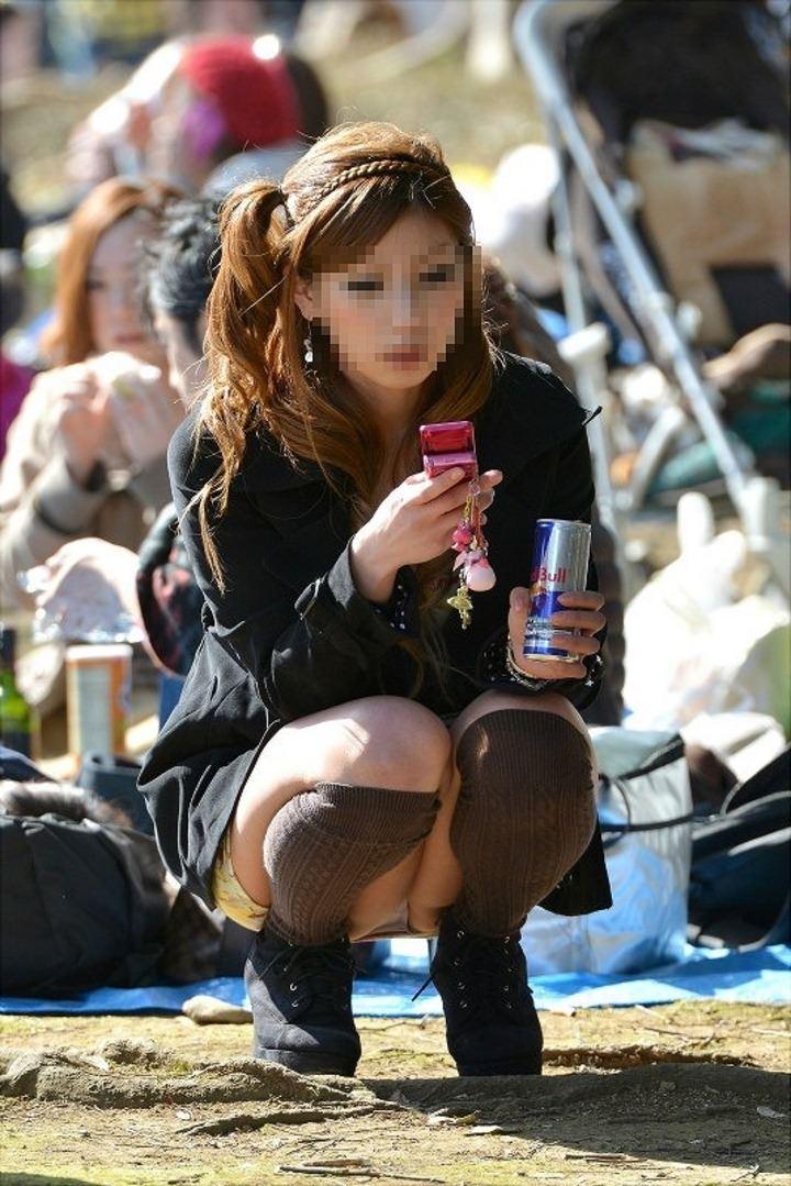 公園でのパンチラ率高すぎーwww可愛いお姉さんのパンツ見放題!!! 2449