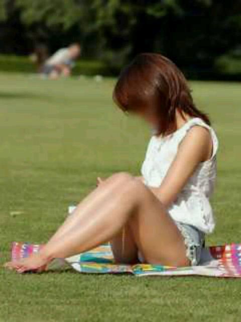 公園でのパンチラ率高すぎーwww可愛いお姉さんのパンツ見放題!!! 2451