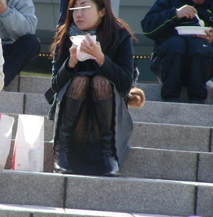 公園でのパンチラ率高すぎーwww可愛いお姉さんのパンツ見放題!!! 2452