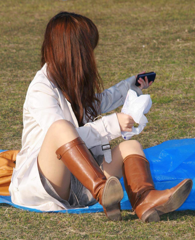 公園でのパンチラ率高すぎーwww可愛いお姉さんのパンツ見放題!!! 2453