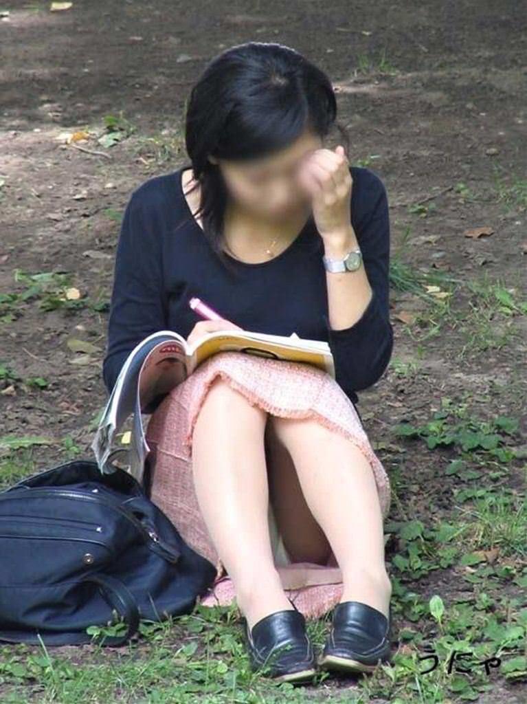 公園でのパンチラ率高すぎーwww可愛いお姉さんのパンツ見放題!!! 2455