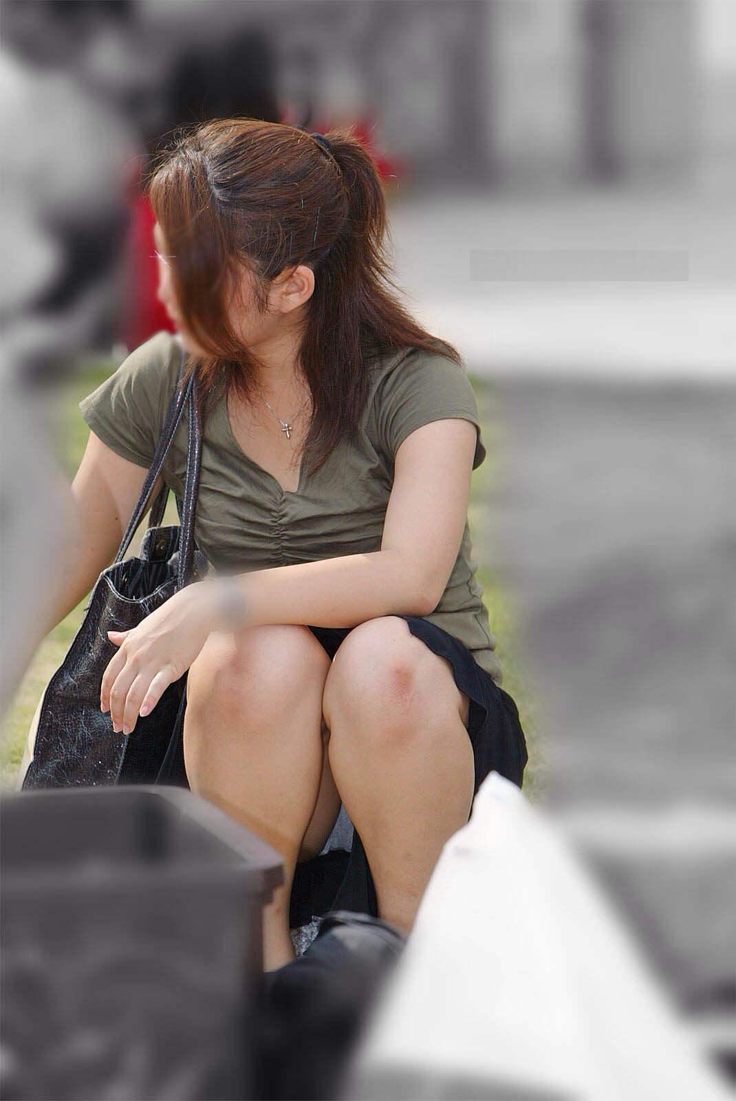 公園でのパンチラ率高すぎーwww可愛いお姉さんのパンツ見放題!!! 2456