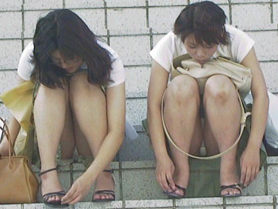 公園でのパンチラ率高すぎーwww可愛いお姉さんのパンツ見放題!!! 2457