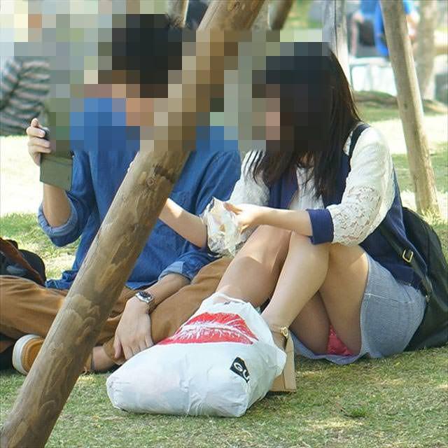 公園でのパンチラ率高すぎーwww可愛いお姉さんのパンツ見放題!!! 2463