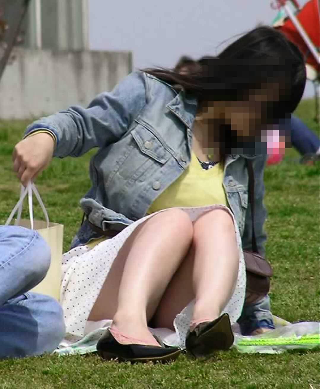 公園でのパンチラ率高すぎーwww可愛いお姉さんのパンツ見放題!!! 2475