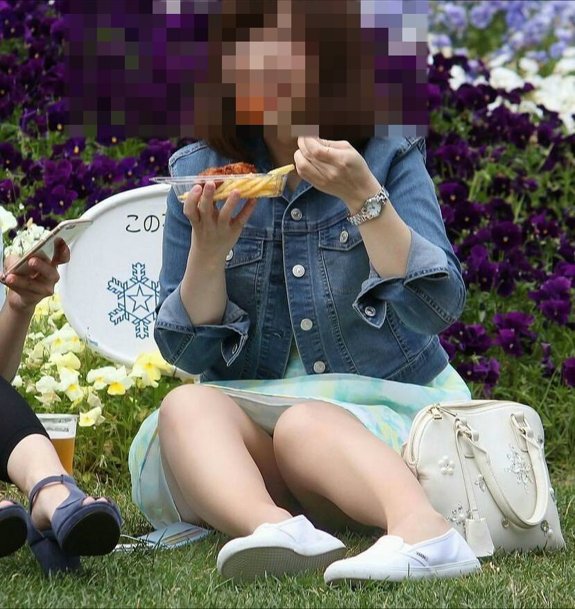 公園でのパンチラ率高すぎーwww可愛いお姉さんのパンツ見放題!!! 2478
