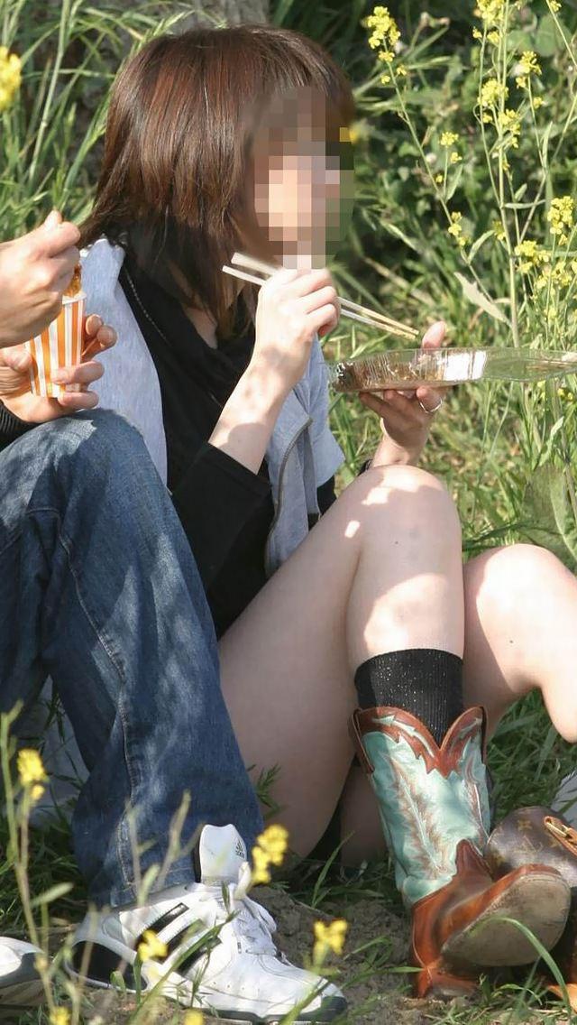 公園でのパンチラ率高すぎーwww可愛いお姉さんのパンツ見放題!!! 2479