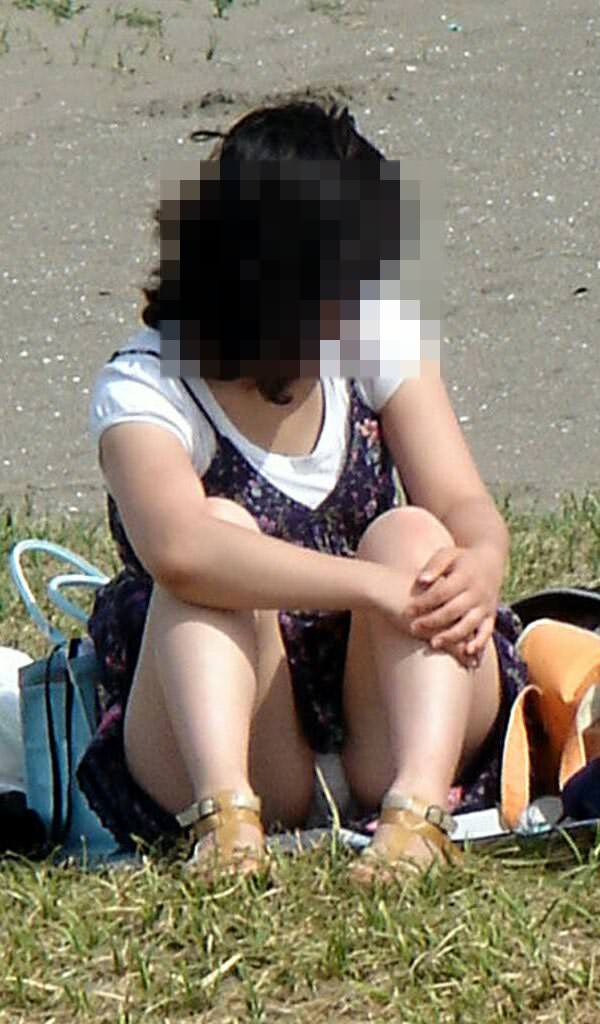 公園でのパンチラ率高すぎーwww可愛いお姉さんのパンツ見放題!!! 2480