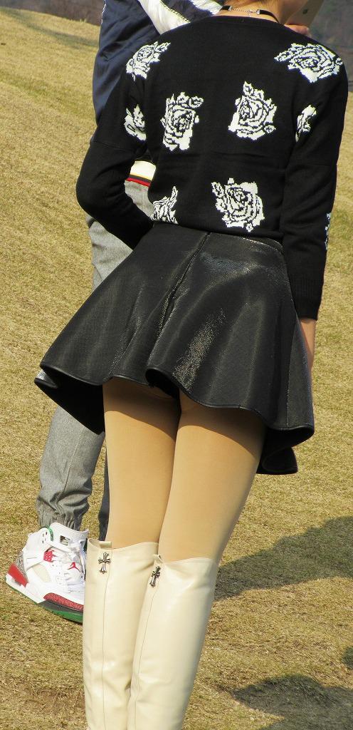 公園でのパンチラ率高すぎーwww可愛いお姉さんのパンツ見放題!!! 2484