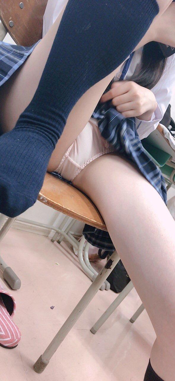 世間知らずな10代女子校生が今からここにチンポ挿したい画像