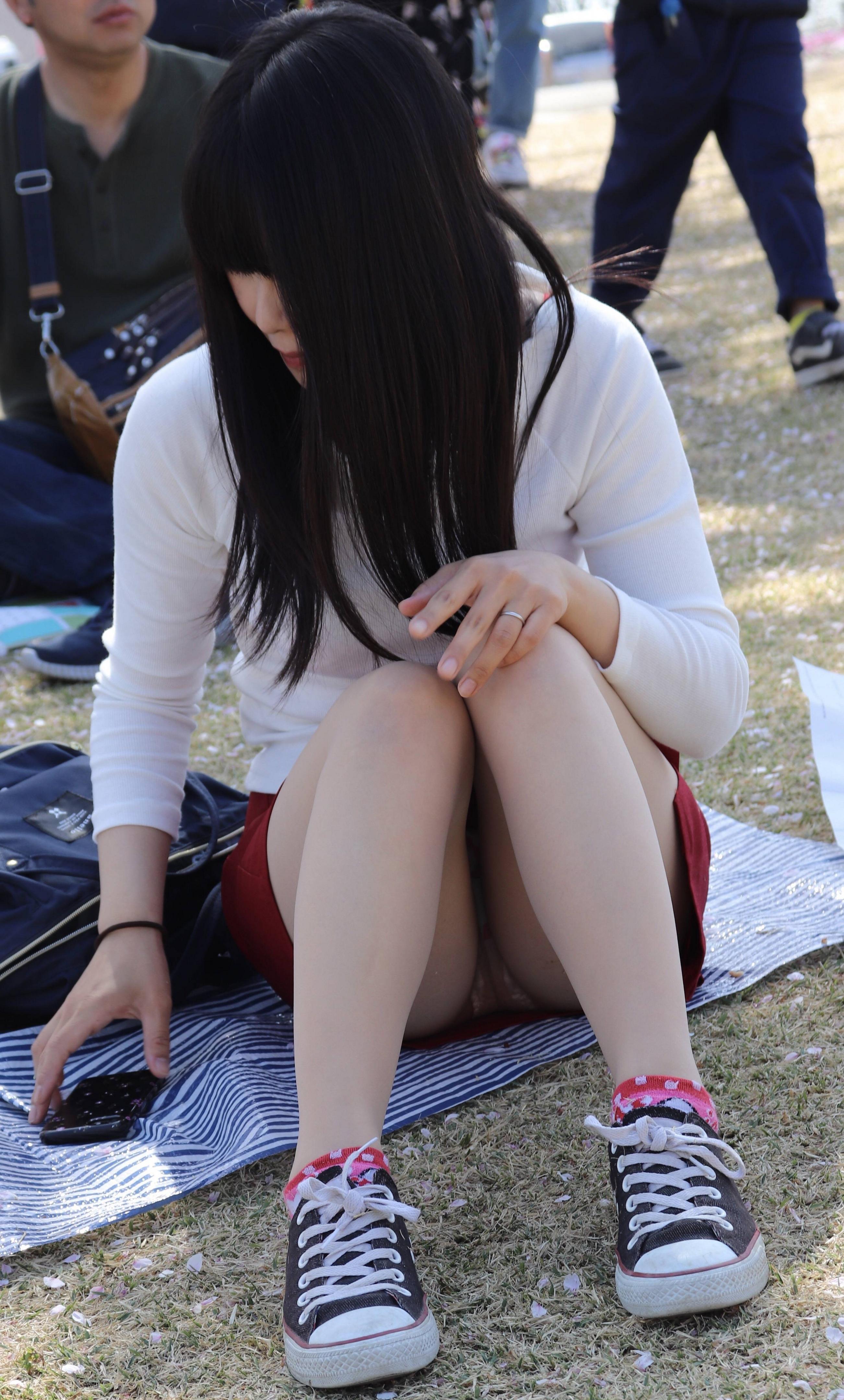素人の女の子を街撮りしたエロ画像をくださいwwwwwwwwwwwwww g7ux8Co