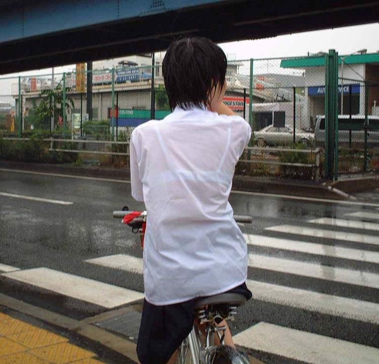 放課後のロリがマンチラが大胆過ぎて街中でも射精しそうな画像