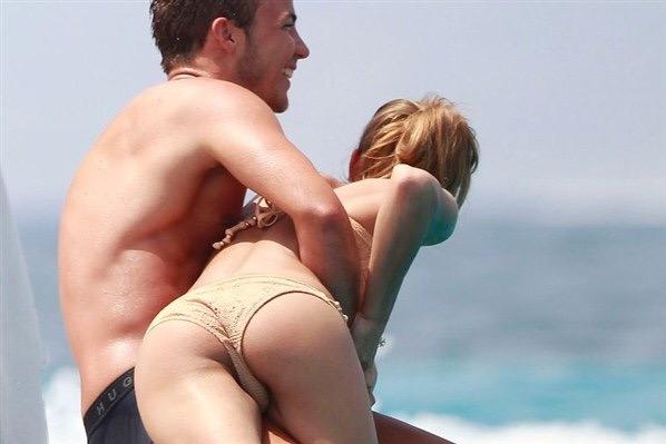 ヌーディストビーチの巨乳おっぱいの白人が可愛すぎる件wwwwwwwwwwwwwwww 6D6yo6x