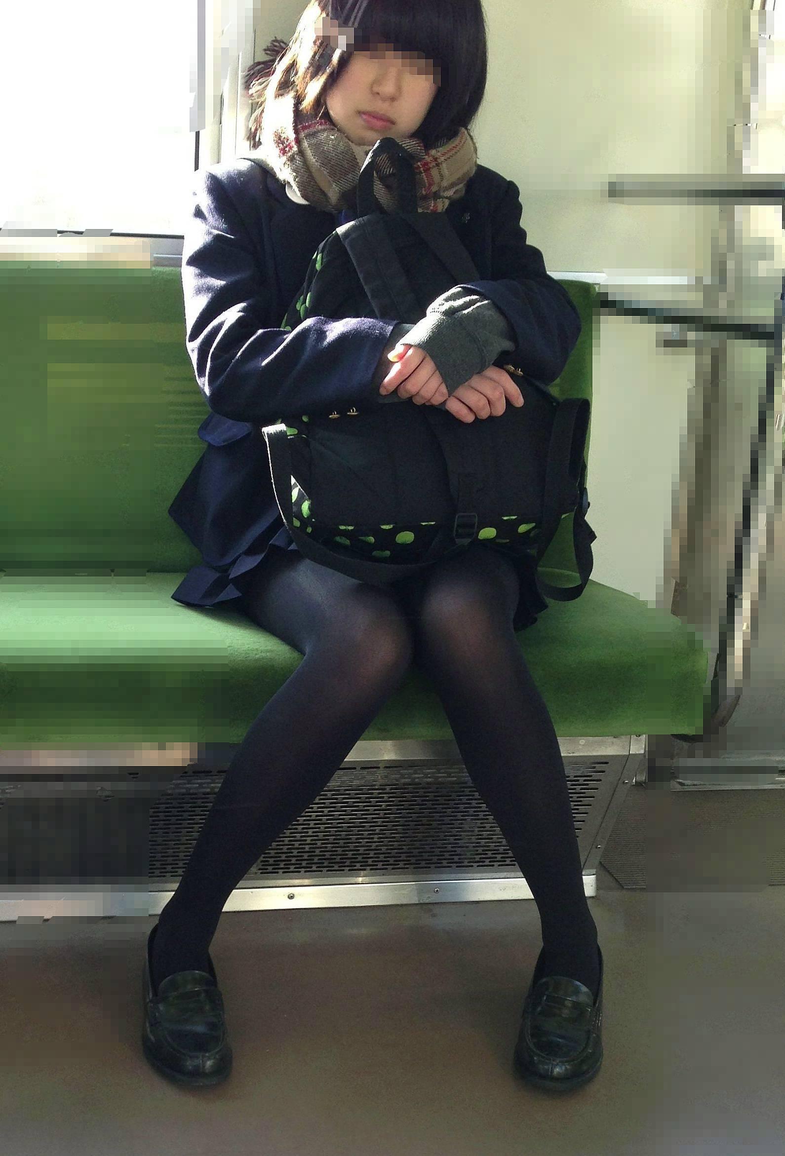 女子高生が大好きな変態紳士が厳選したJKエロ画像!!!!!!!!!! BWrHJAy