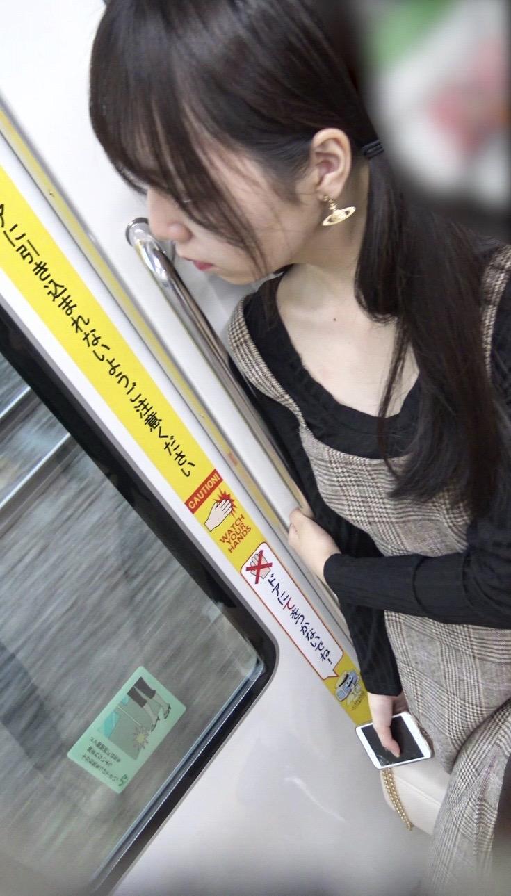 電車内でJKに盗撮ばれてガン見された結果wwwwwwwwwwwwwwwww enXUcdr