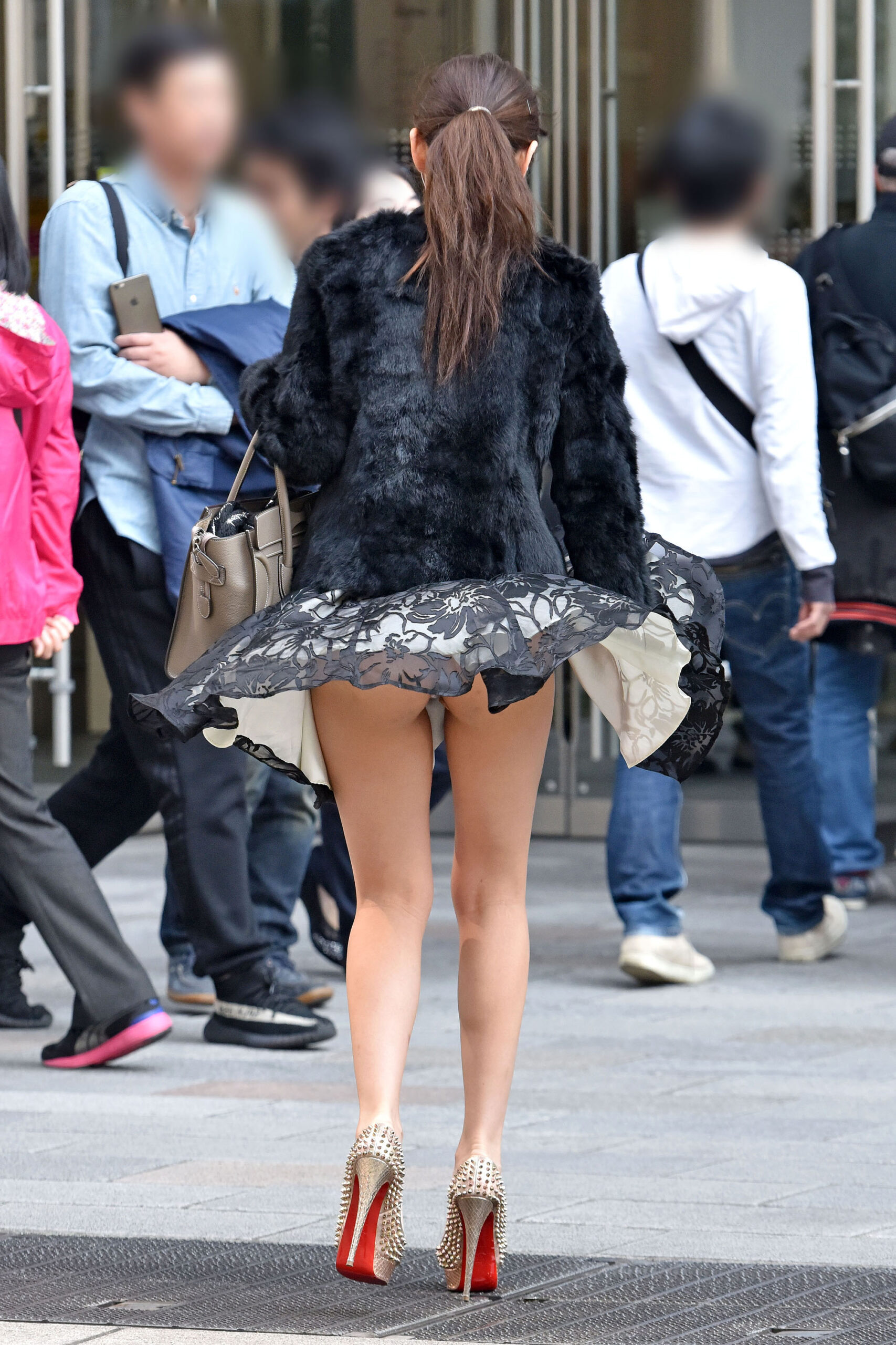 エチエチまんさん街撮りしたら、スカートがめくれてTバックが現れるwwwwwwwwwww hkkY2ui scaled