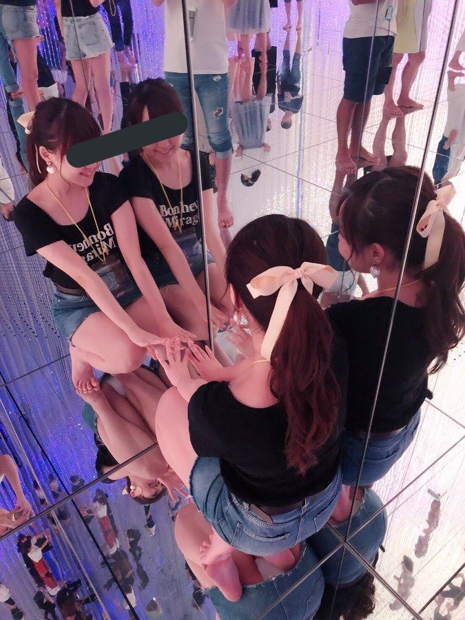 想定外のパンチラが鏡に映ってしまう女の子wwwwwwwwwwwww l87buvf