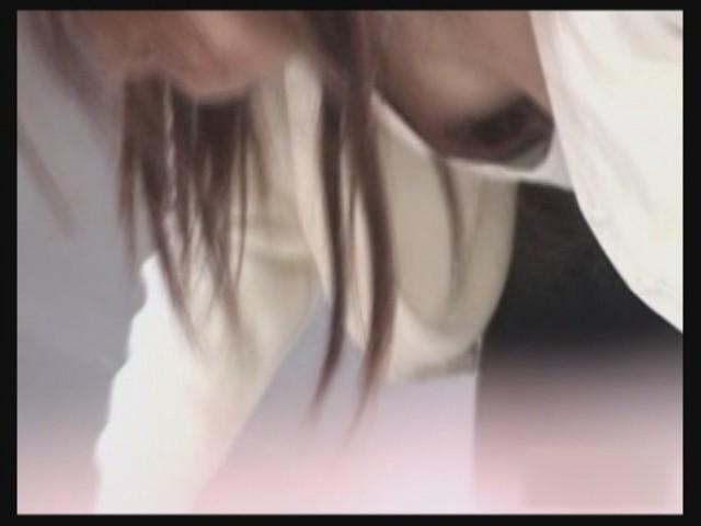 デパートで働くデパガ女子の胸チラ乳首画像 1112