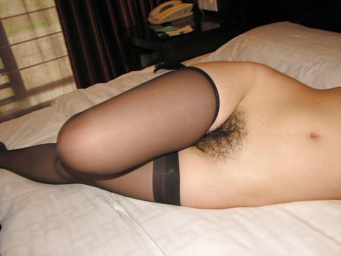 スタイル良くてかわいい彼女のマン毛が剛毛でボーボーの素人エロ画像 1207