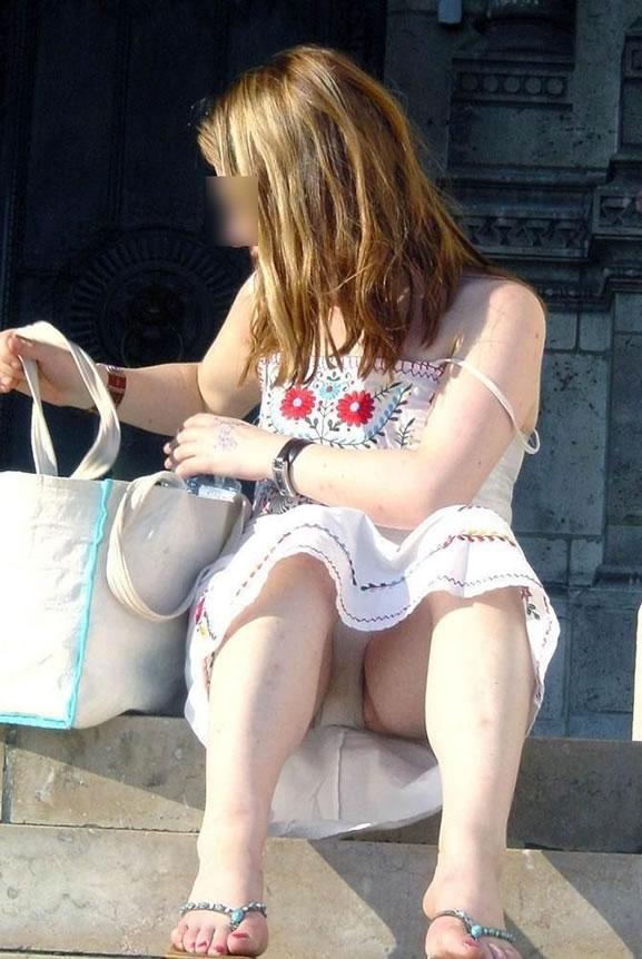 公演は最高のパンチラスポットだぁーwww可愛い女の子のパンツ撮り放題だぞぉーwww 1245