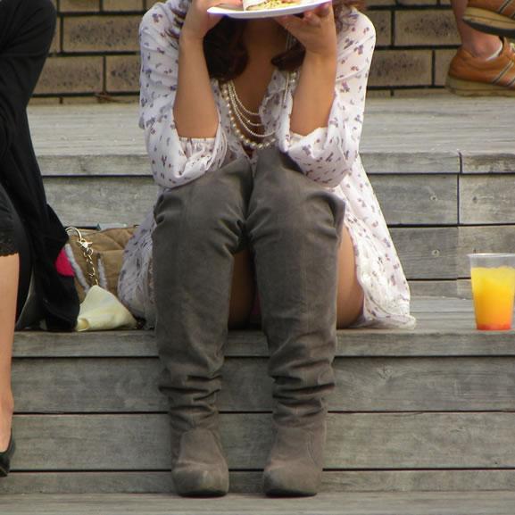 公演は最高のパンチラスポットだぁーwww可愛い女の子のパンツ撮り放題だぞぉーwww 1257