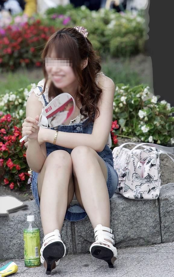 公演は最高のパンチラスポットだぁーwww可愛い女の子のパンツ撮り放題だぞぉーwww 1259