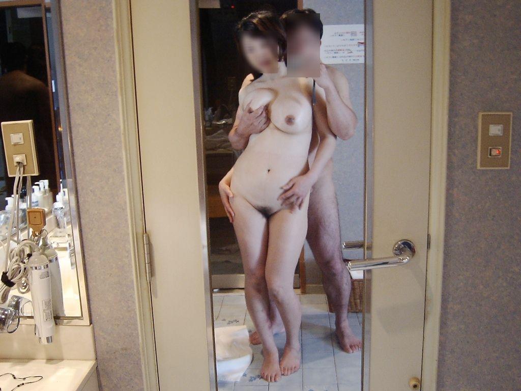 ラブホの鏡前で性欲爆発だぁーwww40代熟女犯してハメ撮りだぁーwww 2316