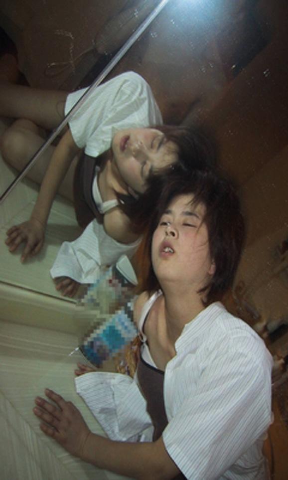 ラブホの鏡前で性欲爆発だぁーwww40代熟女犯してハメ撮りだぁーwww 2318
