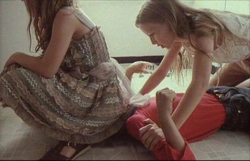 女の子のウンスジ着いたお尻の匂いを嗅ぐのが好きな奴wwwwwwwwwwwwww 3efd306f
