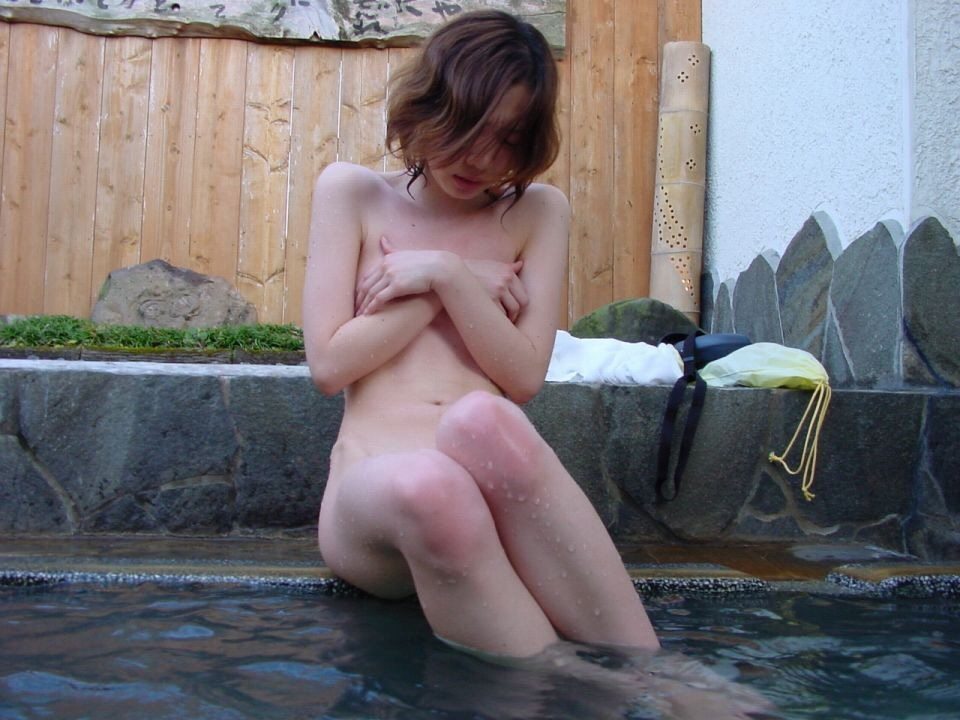 貸し切り露天風呂で彼女とエッチなことしてる素人エロ画像 1937