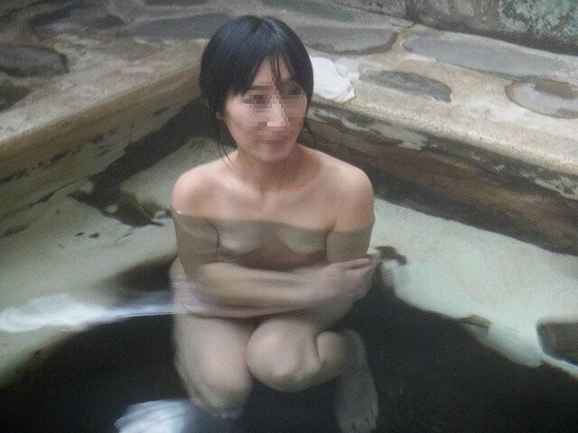 貸し切り露天風呂で彼女とエッチなことしてる素人エロ画像 1938