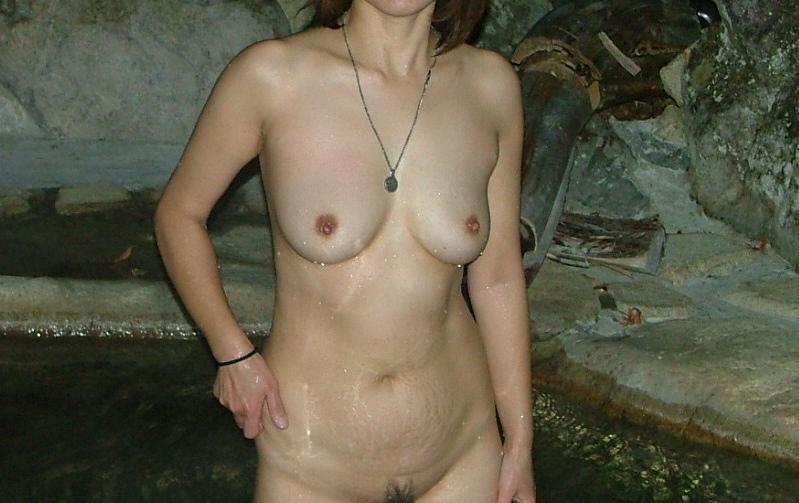貸し切り露天風呂で彼女とエッチなことしてる素人エロ画像 1956