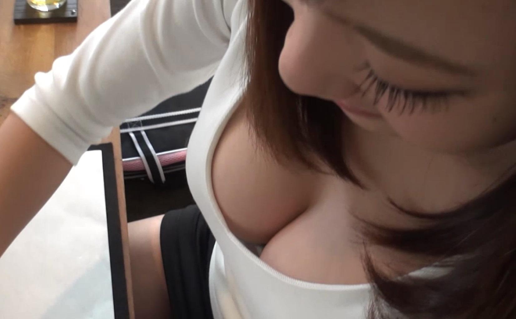 女友達の谷間がエロすぎたぁーwww胸チラおっぱい隠し撮りしたぞぉーwww 2256
