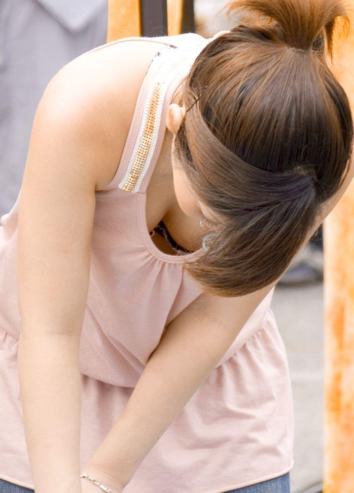 女友達の谷間がエロすぎたぁーwww胸チラおっぱい隠し撮りしたぞぉーwww 2277