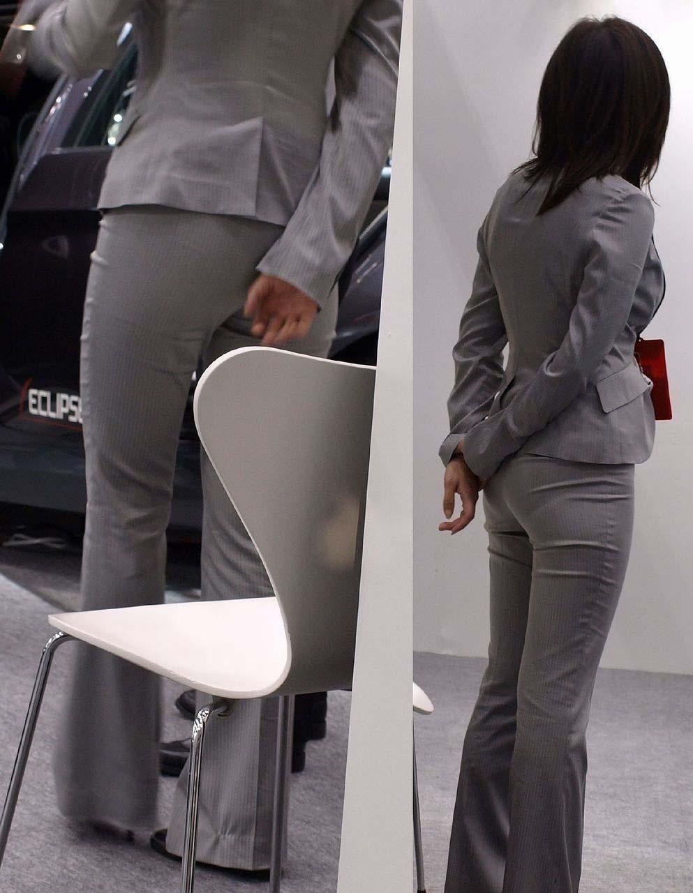 街撮りしたOLさんのパンツスーツのお尻画像っていいよね 。 0ddmEd7