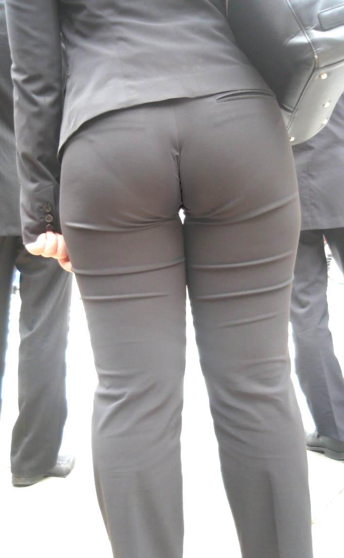街撮りしたOLさんのパンツスーツのお尻画像っていいよね 。 2aM2iJc