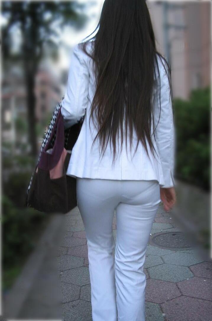 街撮りしたOLさんのパンツスーツのお尻画像っていいよね 。 bhhBCm1