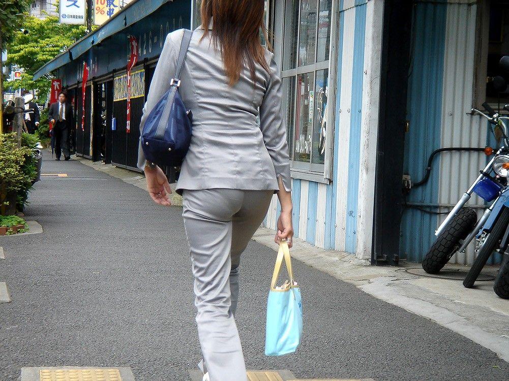 街撮りしたOLさんのパンツスーツのお尻画像っていいよね 。 dzz9NKQ