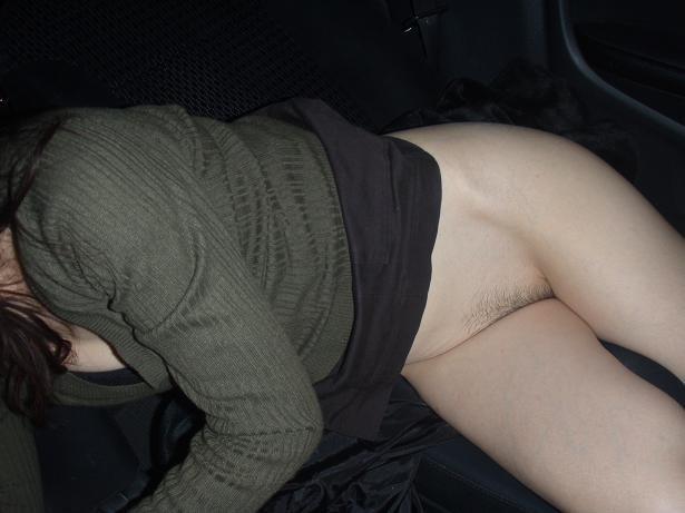 好きだった女をデートに誘って車の中で脱がした時のエロ画像 2643