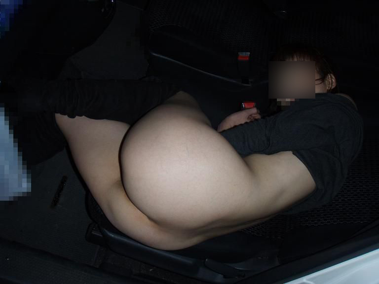 好きだった女をデートに誘って車の中で脱がした時のエロ画像 2644