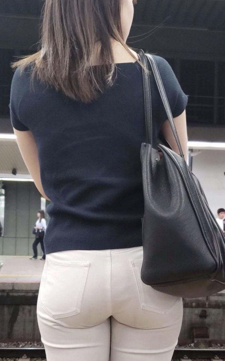働く女性のお尻とか胸チラしてるOL画像くださいwwwwwwwwwwwwwwww 8776RzH