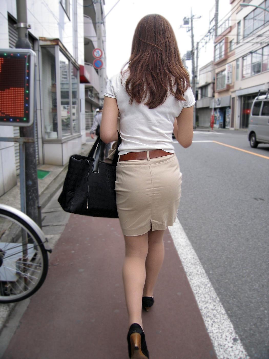 働く女性のお尻とか胸チラしてるOL画像くださいwwwwwwwwwwwwwwww MRpuTQ4