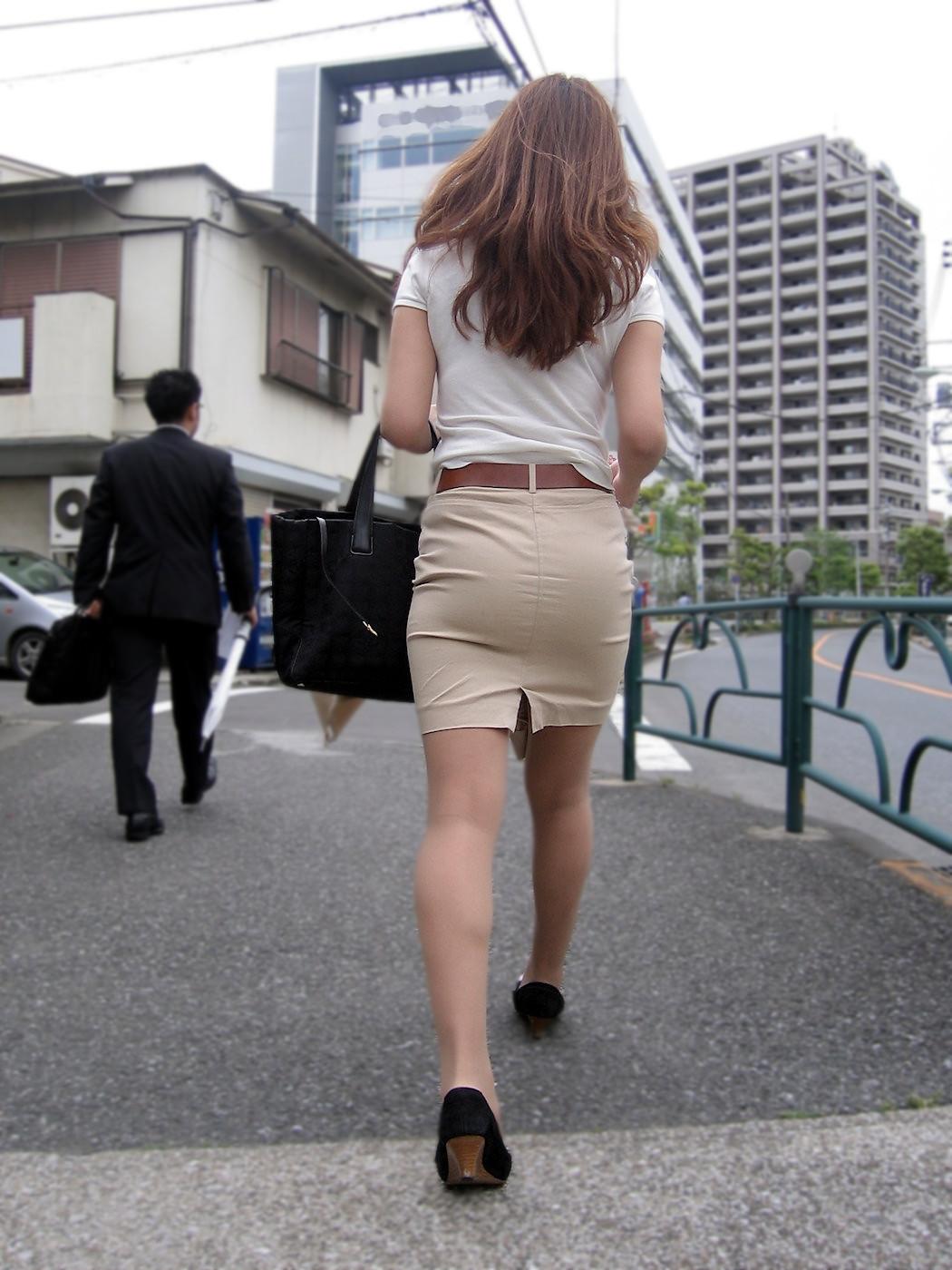 働く女性のお尻とか胸チラしてるOL画像くださいwwwwwwwwwwwwwwww MVmdvWs