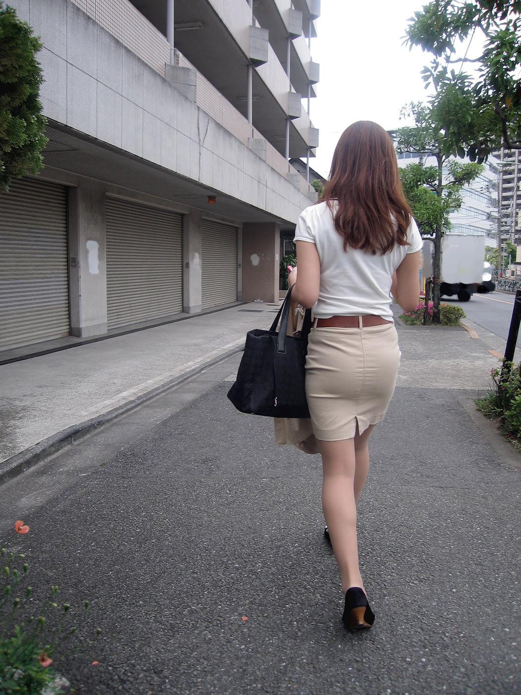 働く女性のお尻とか胸チラしてるOL画像くださいwwwwwwwwwwwwwwww NVz7lTf