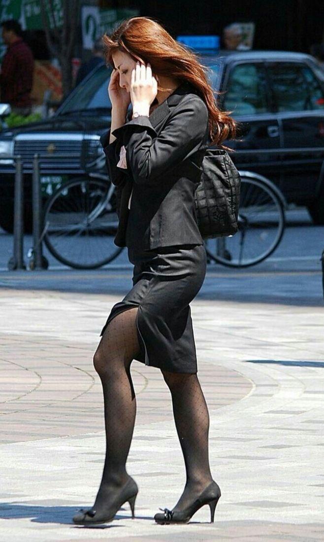 働く女性のお尻とか胸チラしてるOL画像くださいwwwwwwwwwwwwwwww pH2e1FK