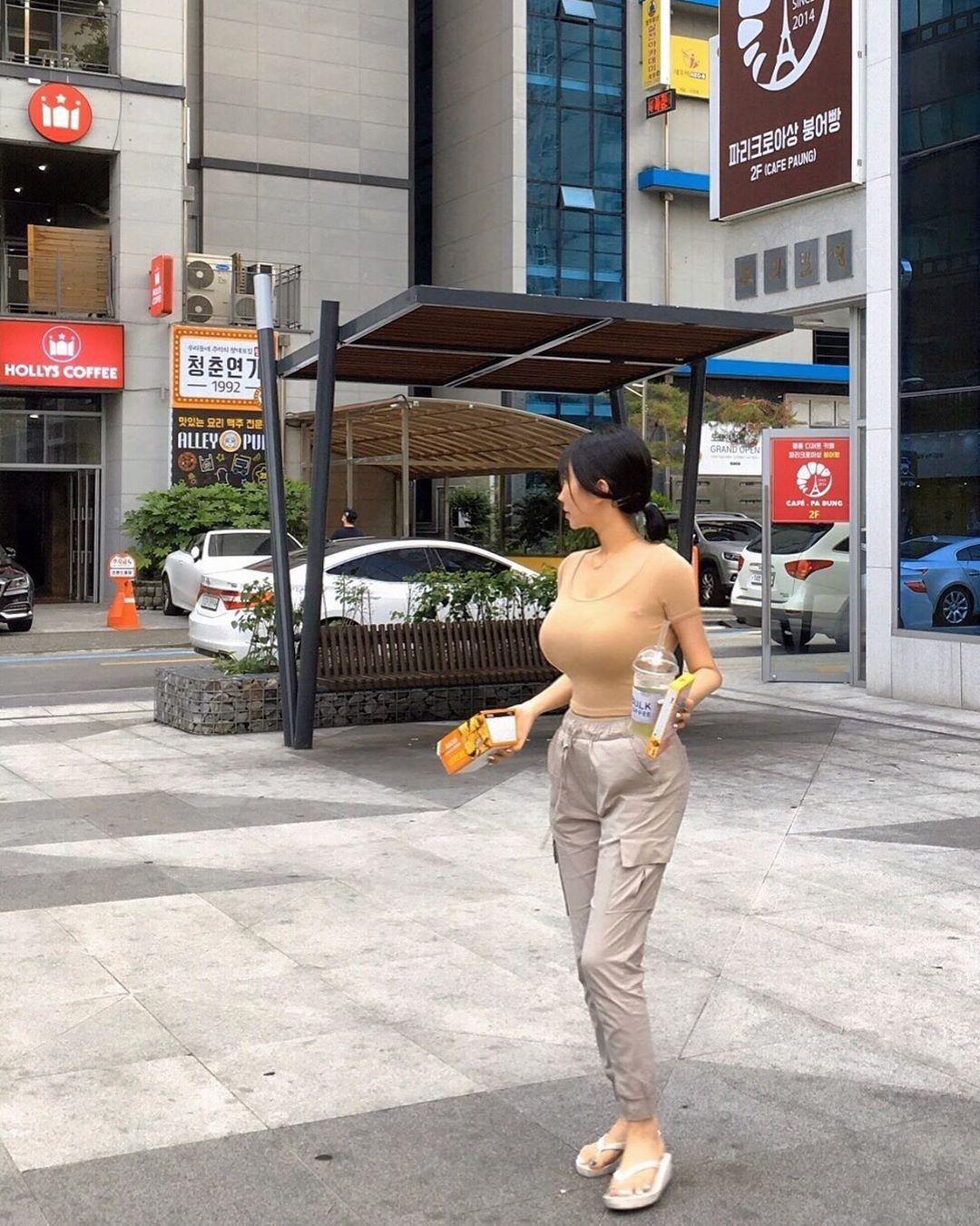 素人の街撮り爆乳おっぱい画像貼ってこうぜぇーwwwwwwwwwwwww TT6g3vt