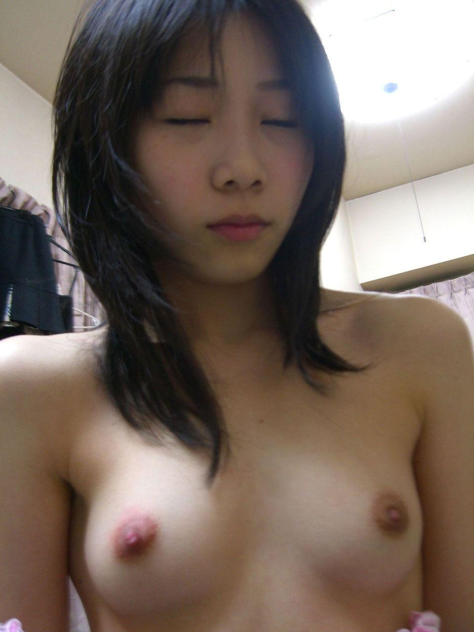 セックスしてる姿をハメ撮りされちゃって恥ずかしそうにしてる彼女のエロ画像 05139