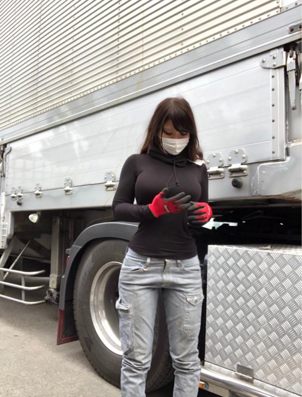 トラック運転手のまんさん、巨乳過ぎておっぱいがエッチすぎるwwwwwwwwwwwwwwww xKElWog