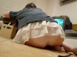 兄という立場で妹のだらしない下着姿を隠し撮りしたエロ画像