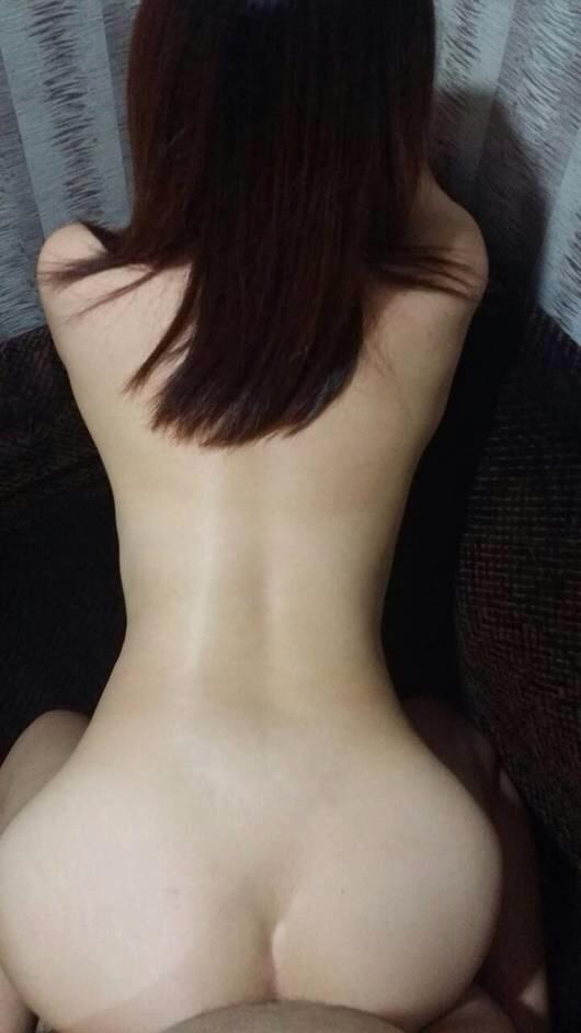 バックからガンガン突きたくなる形した良いお尻の彼女とハメ撮り画像wwwwwwwwwwwwwwww 1538